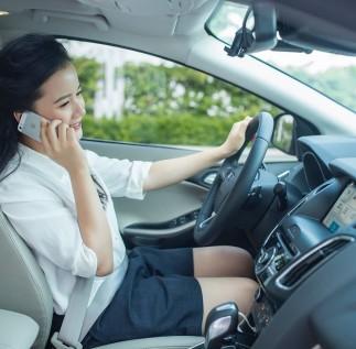 Sử dụng điện thoại khi đang lái xe: Hiểm hoạ khôn lường!